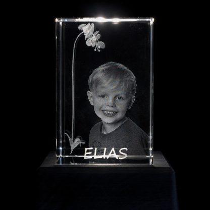 Rektangulärt kristallglas med orkidé